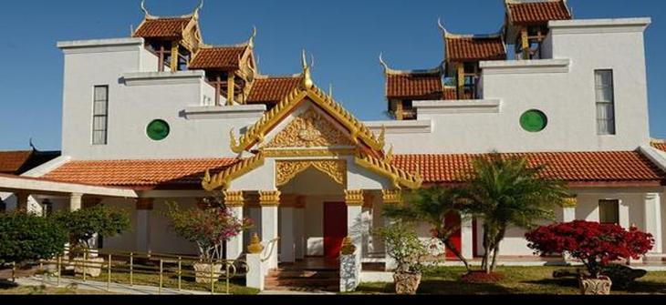 วัดพุทธรังษี ไมอามี่ เดิมเรียกกันว่า วัดไทยโฮมสเตด ต่อมาตั้งชื่อว่า วัดธรรมรังษี และเปลี่ยนมาเป็นวัดพุทธรังษี มีเค้าเริ่มก่อตั้งมาแต่ปี พ.ศ. ๒๕๒๒
