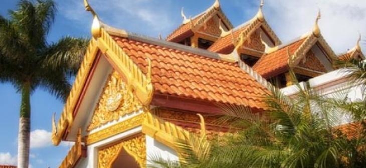 Phrabuddhadhammachinaraj es el nombre de la estatua central del templo localizada en el edificio principal. Fue creada en Bangkok , Thailand por el escultor Mr. Bunpoth Kleubgaow. El moldeo la escultura en wax en Enero de 1991, y la creo en Mayo 16 de 1992 terminandola en 1993.